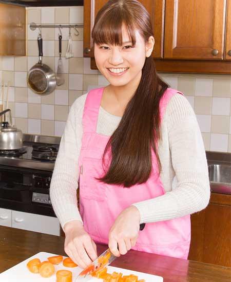 料理中の彼女
