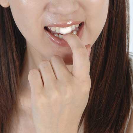 歯に重曹を塗布
