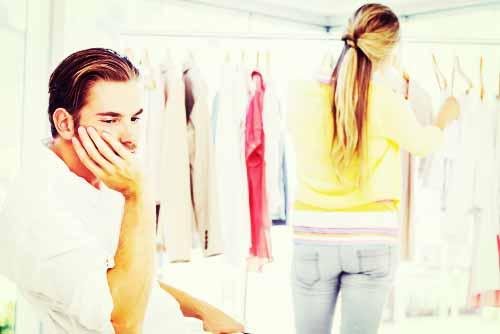 彼女が自分好みの服を選びすぎてウンザリする彼氏
