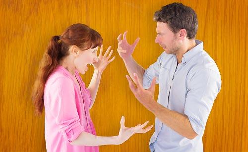 衝突するカップル