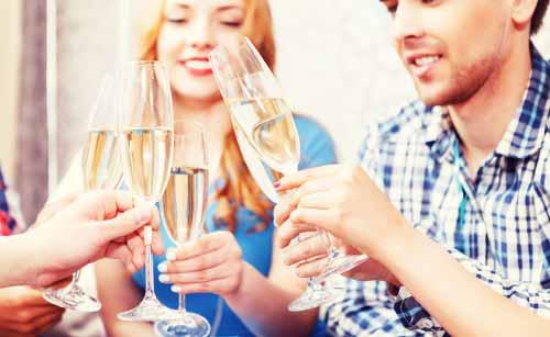 飲み会で盛り上がる男と女