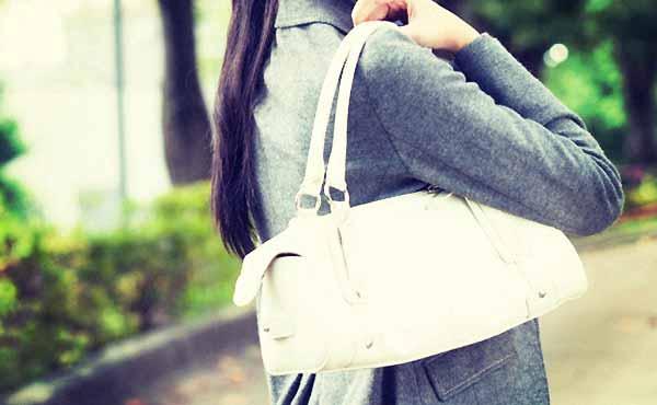 女性の鞄の中身、男が注目している女子力アイテム8選