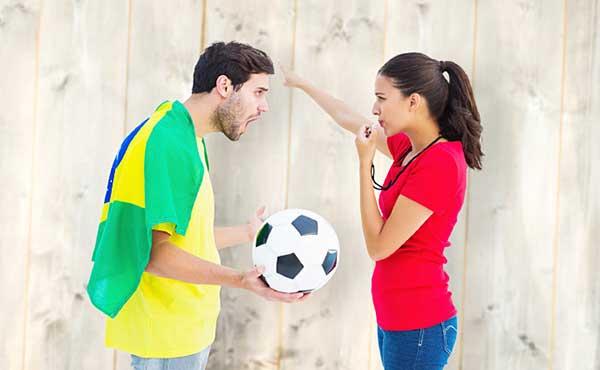 彼氏とW杯サッカー観戦!覚えておきたいサッカーのルールと応援方法