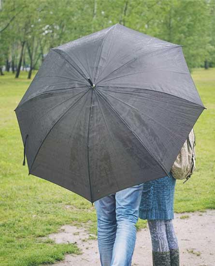 相合傘の男女