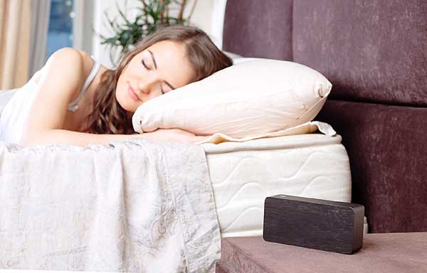 ぐっすり眠る女性