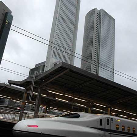新幹線停車中