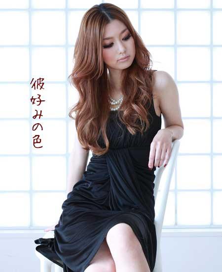 黒い服装の女性