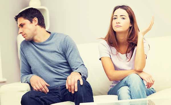 彼女と距離を置く彼氏の本音・別れるか復縁するか?