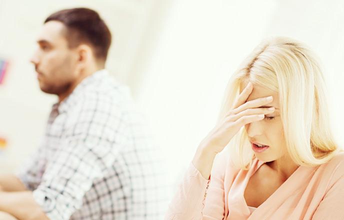 夫に呆れる女性