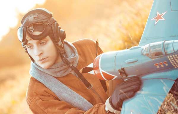 模型飛行機に情熱をささげる男