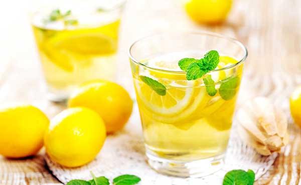 レモン水の作り方・スッキリ美味しくデトックス効果もある