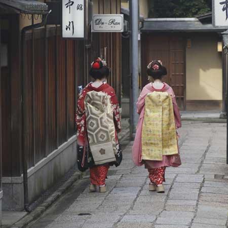 舞子さんが歩く京都の町