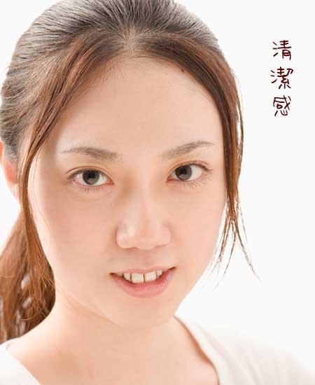 薄化粧で清潔感ある女性