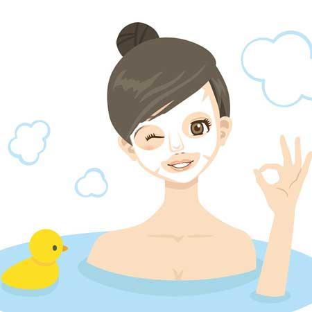シートパックして風呂に入っている女性