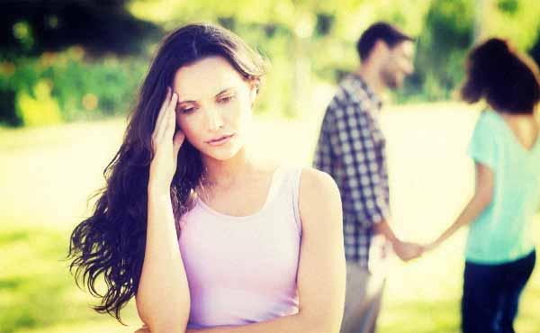 好きな人に好きな人がいるときの対処法・押すか引くか?