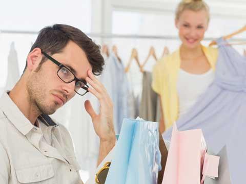 買い物する男女p