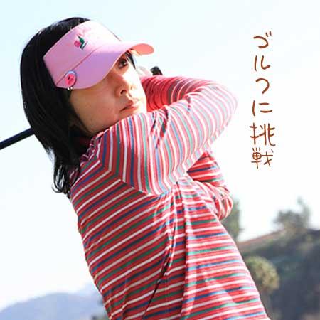 ゴルフのスウィングする女性