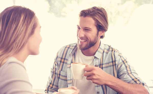 脈あり男性が会話中の女性に見せる好きサイン12パターン