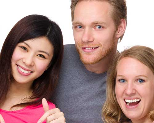 外人のカップルと日本女性