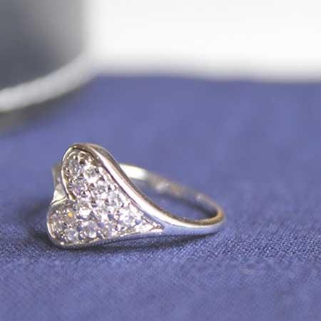 置かれた指輪