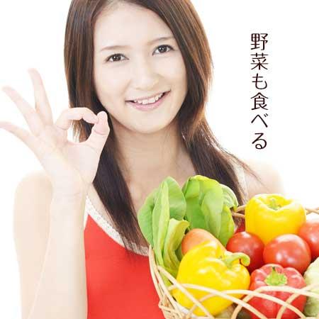 野菜を抱えた女性