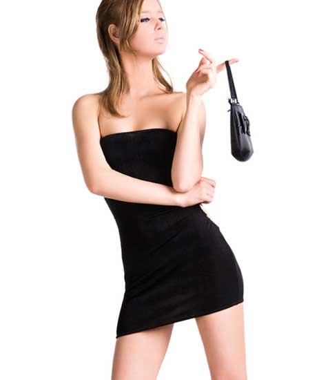 露出多いボディコン衣装の女性