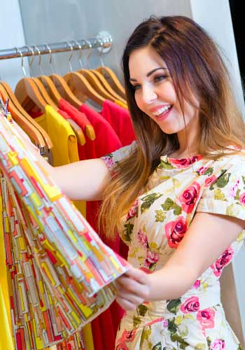 服を買いに着た女性