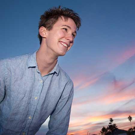 笑顔の青年