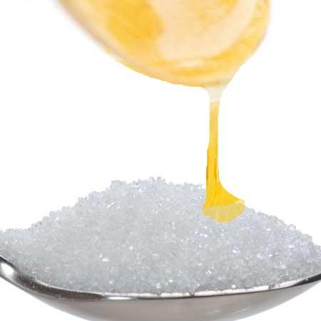 砂糖に蜂蜜をかける