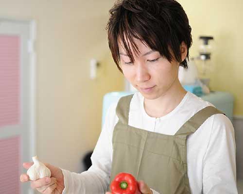 料理するクリーム系男子
