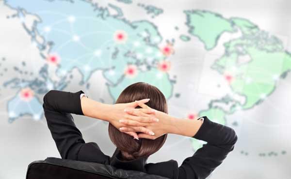 GPSで監視する女性