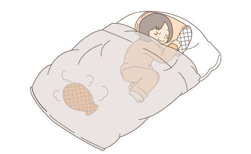 湯たんぽを布団に入れて寝る女性