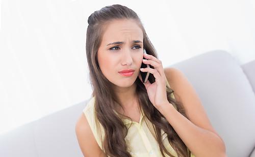 電話を持った女性
