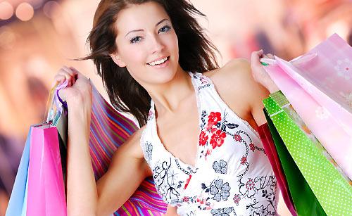 買い物でリフレッシュしている女性