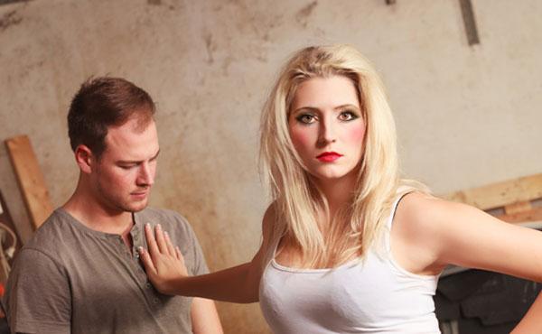 ズルズル続く元彼との関係…バッサリ断ち切るための縁切り術5つ
