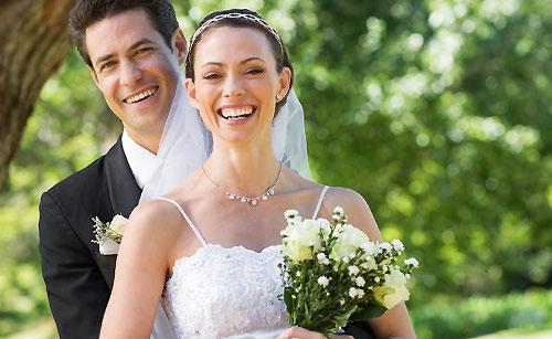 結婚する男と女