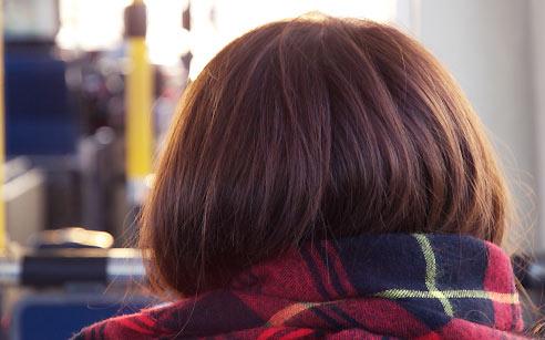 マフラーで盛り上がった後髪