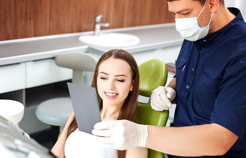 歯医者に通う女