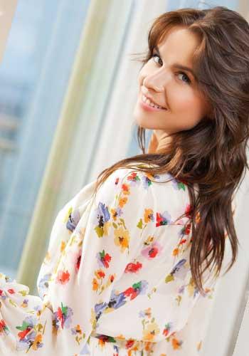 花柄の清楚な服の女性