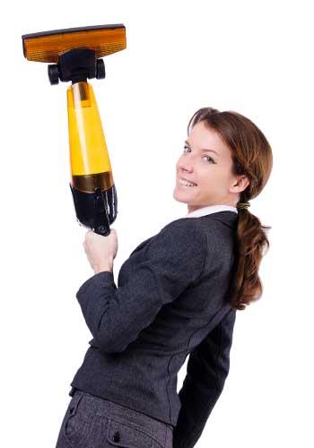 掃除機を持った家事ができる女性