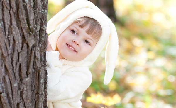 かわいい子ウサギの女の子