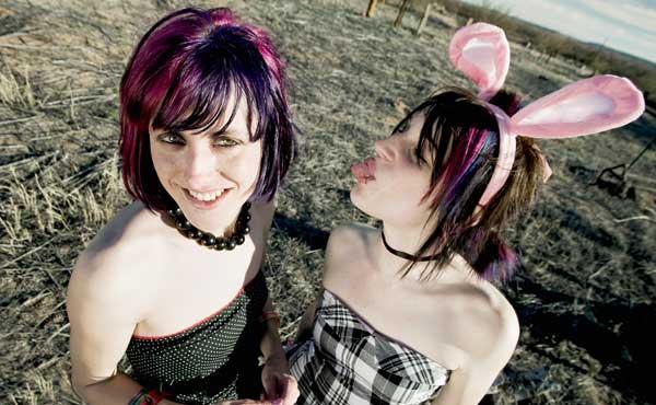 パンクなウサギの女性