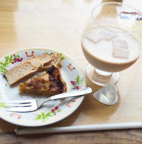 ベーコンと玉ねぎのキッシュと黒糖バナナケーキ
