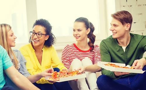 昼御飯中の学生