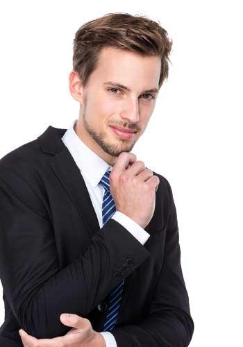 スーツ姿で就職する男性