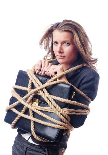束縛を感じて窮屈に感じる女性
