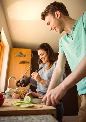 自炊で健康的なカップル