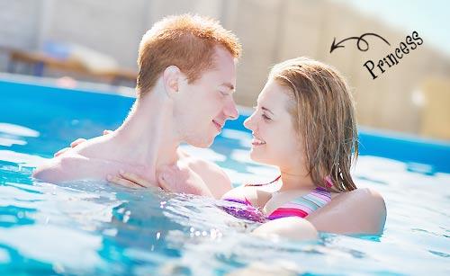 プールで愛し合うカップル
