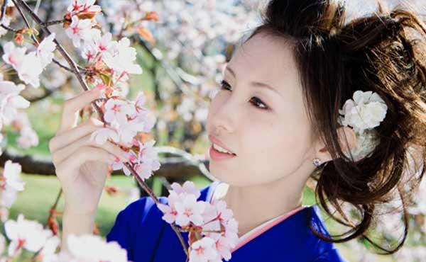 美しい日本人顔の女性