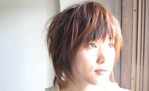 ショートヘアーの女性